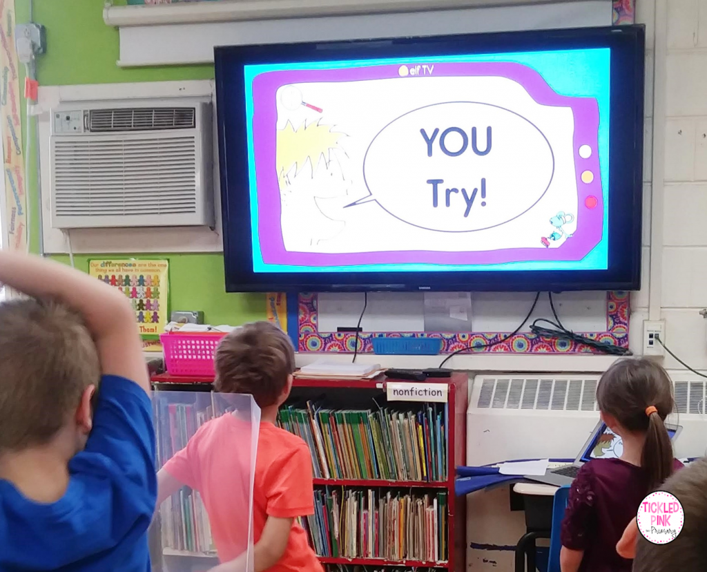 Kids learning sight words with ELF free interactive sight video.