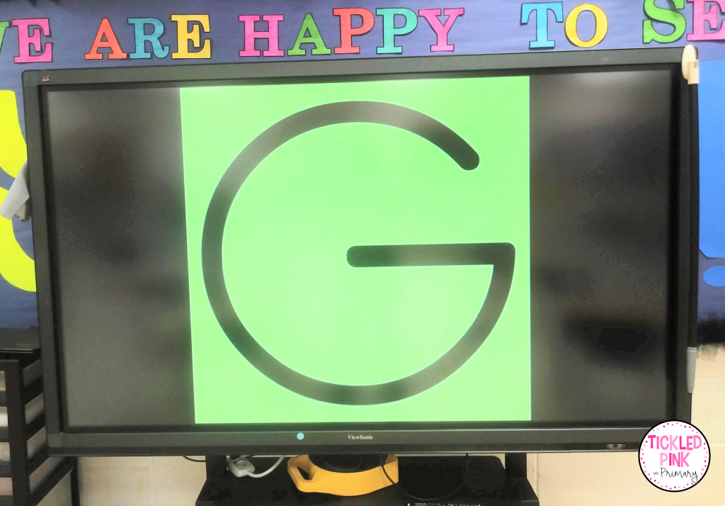 Kids have fun practicing letter names and sounds to this entertaining phonics video.