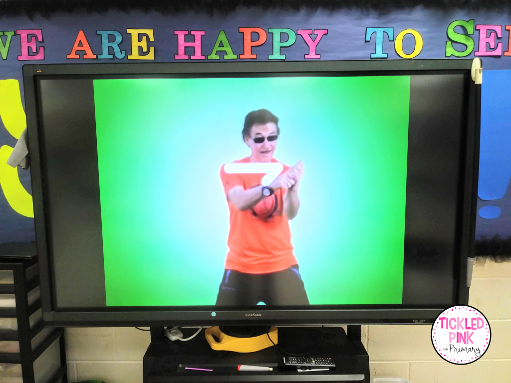 Kids move their bodies to create each letter of the alphabet in this fun phonics video/